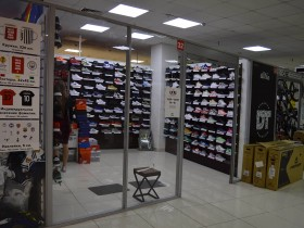 Магазин спортивной обуви EXXE на 0-м (цокольном) этаже в павильоне №32  в Торговом Центр0-йе «Немига 3»