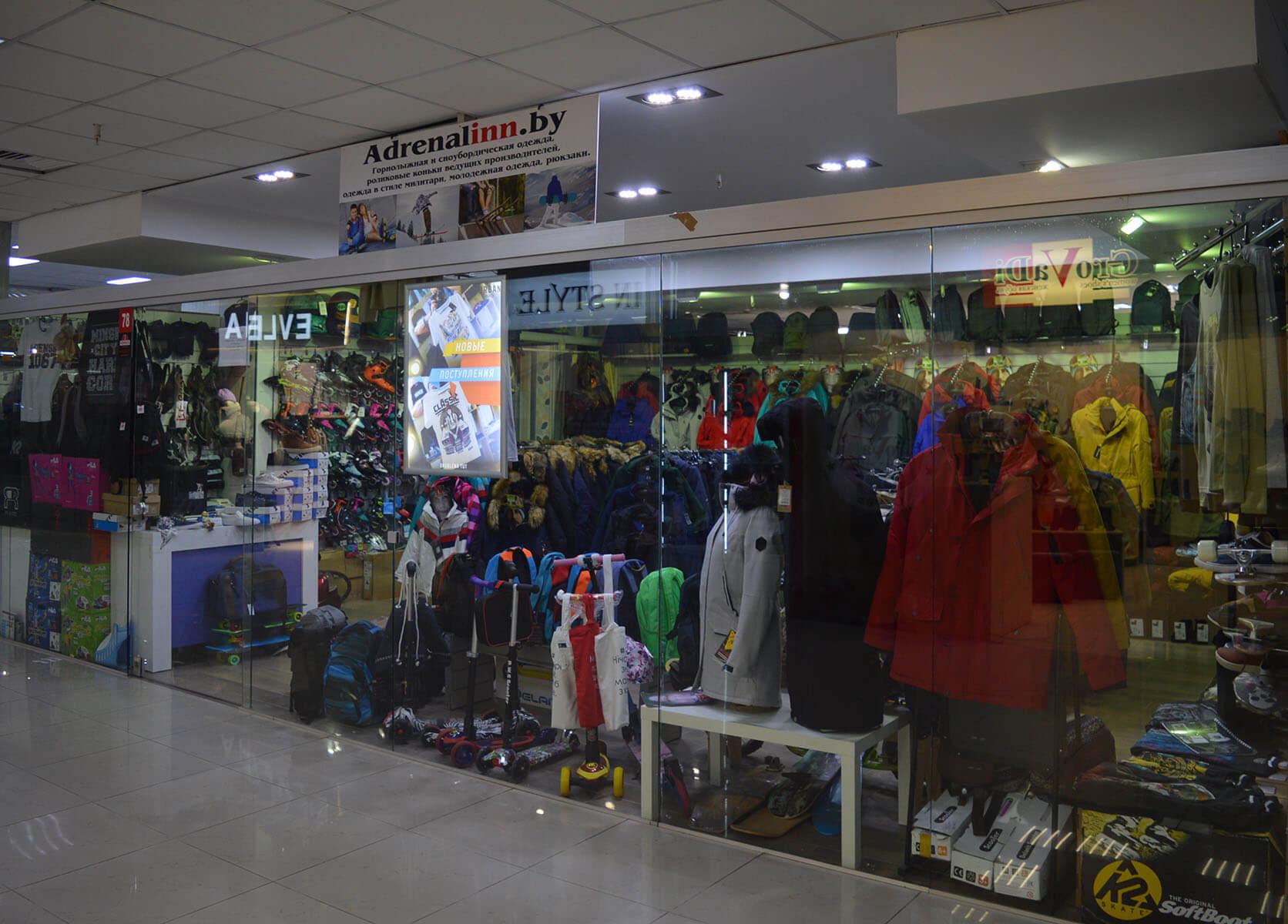 Adrenalinn - Магазин молодежной спортивной одежды и спортивных товаров  на  1 этаже в павильоне №78 в  Торговом Центре «Немига 3»